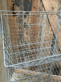 Grijs rek draadmandjes schap gruttersrek mandjes etagère keukenrek landelijk industrieel