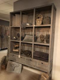 Prachtige grote grijze grijs houten kast boekenkast winkelkast roomdivider met lades en schappen vakken vergrijsd landelijk industrieel vergrijsd stoer 225 x 160 x 40 cm
