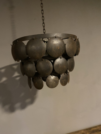 Stoere ijzeren lampekap 50 cm oud zwart lamp hanglamp schelpen schelpjes landelijk stoer industrieel