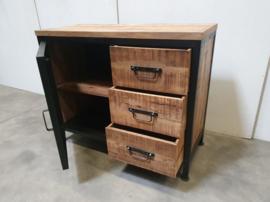 Stoer industrieel  kastje kast met dressoir sidetable 3 lades vintage