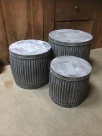 Zinken ton pot bloempot tafel tafeltje emmer ribbelton bijzettafeltje bijzettafeltjes krukje bak L zink grijs landelijk industrieel brocant Franse Frans