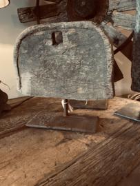 Oud vergrijsd houten ornament op standaard hout boog landelijk stoer oud