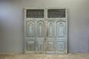 Prachtige grote oude houten wand paneel deuren kozijn poort deur kamerscherm decoratie 248 x 223 cm stoer landelijk industrieel oud old grijs blauw grijsblauw