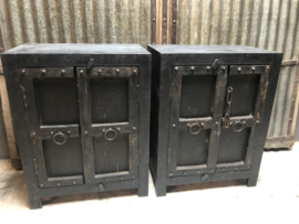Prachtige set van 2 commodes commode landelijk kast kastje dressoir stoer hout zwart beslag robuust stoer