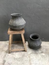 Zwart grijs grey vergrijsd black stenen clay klei pot mand kleimand landelijk stoer