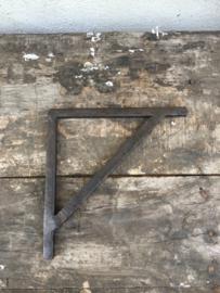 Smeedijzeren schapdrager schapdragers industrieel landelijk 18 cm Plankendrager plankendragers industrieel vintage strak mat bruin grijs steun steunen hoekijzer hoekijzers
