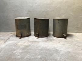 Grote Origineel Oud metalen prullenbak vuilnisemmer industrieel stoer urban vintage landelijk metaal met voetpedaal