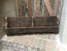 Stoer houten wijnrek wandrek schap landelijk industrieel oud hout wijnflessen wijnglazen