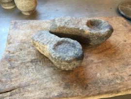 Oud stenen theelicht theelichtje kandelaar sober lepel schep offer stoer grijs landelijk robuust stoer