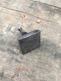 Gietijzeren deurknopje knopje greepje deurknop vierkant massief zwart grijs metaal landelijk stoer industrieel vintage urban bruin grijsbruin