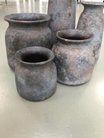 Stoere stenen betonnen pot kruik vaas boerenpot grijs steen grijze landelijk stoer  17 x 16 cm
