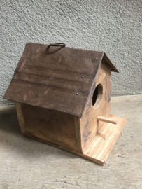 Sloophouten vogelhuisje vogelkastje vogelhuis vogelhokje met metalen dakje landelijk stoer industrieel vogelhuis