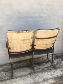 Oude bioscoopstoel bioscoopstoelen stationsbank bankje duo industrieel vintage landelijk stoer urban tuinbank klepbank metaal houten