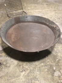 Mega grote metalen schaal grijsbruin 110 cm gaaf als tafelblad rond bak industrieel stoer landelijk