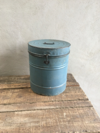 Oud blauw metalen emmer trommel prullenbak stoer vintage industrieel landelijk