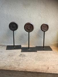 Zwaar ijzeren metalen ornament gewicht XL op standaard industrieel landelijk groot