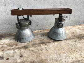 Industriële oud gerecycled metalen met houten hanglamp urban wandlamp 2 grijze kappen spot spots metaal verstelbaar landelijk stoer vintage Wandlamp