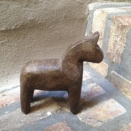 Stenen paardje paard horse steen bruin landelijk steen hardsteen klein pony stone