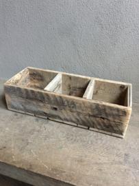 Oud houten schap rek wandrek bak 3 vaks gruttersbak vakkenbak landelijk stoer robuust hout