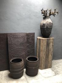 Oude metalen pot ton bak roestbruin ketel bloembak vat ribbelton metaal bruin landelijk stoer urban industrieel vintage