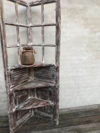 Hele stoere oud houten kast schap hoekkastje rek hoekkast corner landelijk industrieel vintage Ibiza stijl wit whitewash stoer