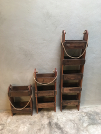 Stoer oud houten Wandrek schap hangkastje wandkastje Baksteenmal baksteenmallen rek landelijk stoer hout jute touw metalen beslag industrieel vintage urban