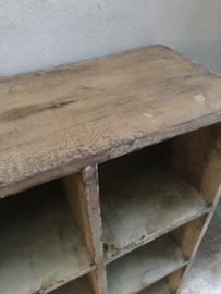 Prachtige grote oude houten kast schap rek vakkenkast roomdivider landelijk industrieel vintage stoer grijs grey oud old