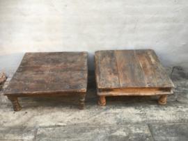 Oud vergrijsd houten tafeltje offertafeltje offerplank landelijk stoer opstapje opstap Brocant