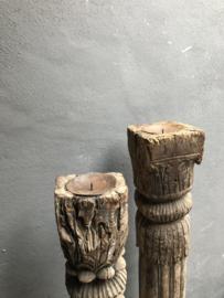 Prachtige grote baluster pilaar zuil hoge kandelaar vloerkandelaar landelijk stoer oud vergrijsd hout houten kolom