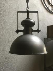 Stoere industriele hanglamp lamp korf stallamp middelmaat fabriekslamp industrieel grijs grijze metaal metalen landelijk zink staal metaal grijs