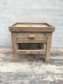Oud vergrijsd houten kastje nachtkastje nachtkastjes hout ladekastje ladekastjes kastjes tafel tafeltje halkastje landelijk bijzettafel bijzettafeltje