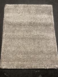 Staal vloerkleed handgeknoopt in handgesponnen wol en viscose