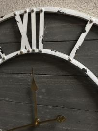 Industriële metalen vergrijsd grijs houten wandklok met wit metalen details doorsnede 71 cm stationsklok landelijk bruin metaal fabrieksklok