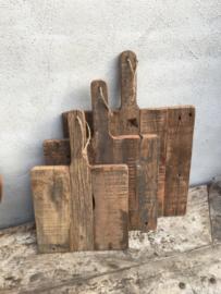 Oude vergrijsd houten plank groot jute touw koord vierkant snijplank broodplank kaasplank landelijk railway