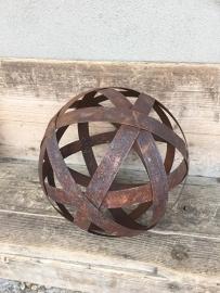 Smeedijzeren bol bal doorsnede 15 cm tuindecoratie metal metaal metalen bal bollen