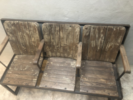 Oude industriele theaterbank stationsbank bank tuinbank eetkamerbank zitbank industrieel landelijk vintage oud hout metaal houten metalen
