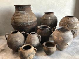 Prachtige grote oude olijfpot olijfkruik kruik vaas pot 85 cm zwart bruin grijs landelijk stoer