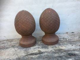 Gietijzeren pinapple pine-apple ananas eikel ornament dennenappel gietijzer tuinornament