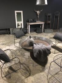 Metalen stoel kuipstoel metaal eetkamerstoelen lounge grijs staal industrieel stoer landelijk