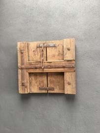 Oud houten Luik luikje wandpaneel paneel wanddecoratie landelijk stoer metalen beslag hout metaal industrieel robuust