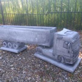 Betonnen bloembak Mercedes vrachtwagen oplegger vrachtauto bloempot beton betonnen
