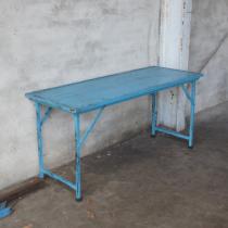 Oude landelijke industriële eettafel klaptafel markttafel  werkbank werktafel sidetable buro bureau 153 X 61 X 73 cm oud vintage stoer