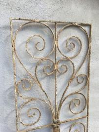 Smeedijzeren paneel hek rek ornament wandpaneel oud wit old white whitewash raamdecoratie landelijk brocant
