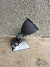 Industriële metalen hanglamp spot wandlamp spot spotje plafondlamp grijs grijze vergrijsd houten wandplaat old oud oude look industrieel landelijke stijl stoer plafondlamp wandlamp kap metaal verstelbaar landelijk stoer vintage
