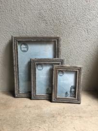 Stoere grijze grijs oud oude vergrijsd houten fotolijstjes 13 x 18 foto  M  landelijk vergrijsde fotolijst fotolijstje 23 x 18 cm vintage fotolijstje lijst lijstje landelijk
