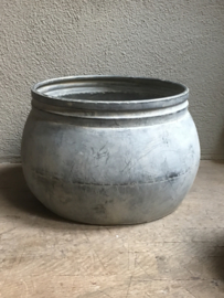 """Grote ronde grijze """" zinken ?"""" bak grijs trog pot schaal bloempot landelijk stoer sober """"zink?"""""""