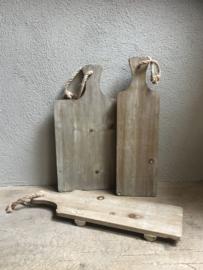 Stoere vergrijsd houten broodplank met jute touw 50 cm kaasplank snijplank landelijk