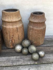 Oude metalen ballen bollen bal bol landelijk stoer vintage industrieel robuust oud/antiek?
