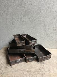 Oud metalen bakblik bak bakje schaal bakblikken bakvorm vorm oude cakevorm brood landelijk brocant