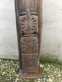Grote houten ornament stronk paal totempaal balk op voet losstaand houtsnijwerk 165 cm landelijk vintage oosters